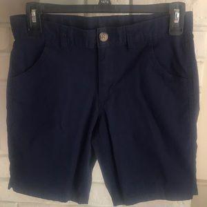 Cute navy blue shorts!
